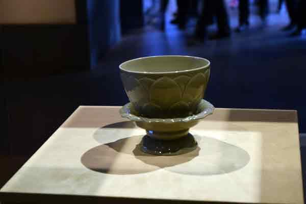 lotus shaped olive green bowl